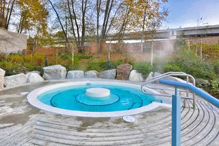 Photo 19: 102 400 KLAHANIE DRIVE in Port Moody: Port Moody Centre Condo for sale : MLS®# R2013966