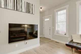 Photo 3: 9908 89 Street in Edmonton: Zone 13 House for sale : MLS®# E4218852