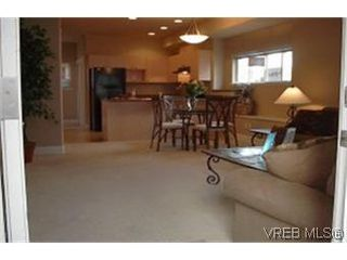 Photo 4: 4 860 Princess Ave in VICTORIA: Vi Central Park Row/Townhouse for sale (Victoria)  : MLS®# 313529