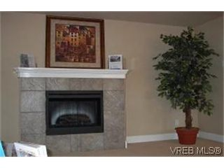 Photo 3: 4 860 Princess Ave in VICTORIA: Vi Central Park Row/Townhouse for sale (Victoria)  : MLS®# 313529