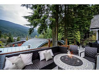 Photo 2: 1943 ROCKCLIFF RD in North Vancouver: Deep Cove House for sale : MLS®# V1059830