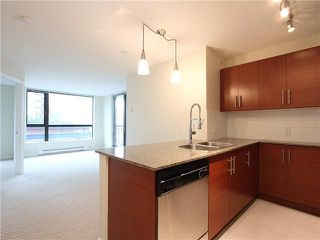 Photo 3: 1008 833 AGNES STREET in NEW WEST: Downtown NW Condo for sale (New Westminster)  : MLS®# V1136034