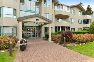 Photo 2: 104 1569 Everall Street: White Rock Condo for sale (South Surrey White Rock)  : MLS®# R2075377