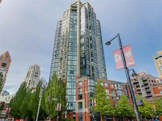 Photo 1: Vancouver West in Yaletown: Condo for sale : MLS®# R2079482