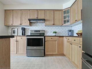 Photo 9: 40 320 AMBLESIDE Drive in London: North A Residential for sale (North)  : MLS®# 275541