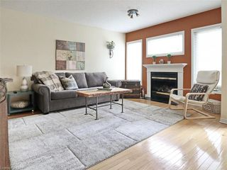 Photo 3: 40 320 AMBLESIDE Drive in London: North A Residential for sale (North)  : MLS®# 275541