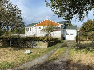 Photo 2: 710 Violet Ave in : SW Marigold House for sale (Saanich West)  : MLS®# 856673