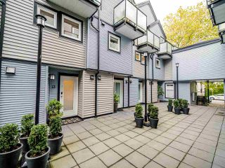 """Photo 3: 13 888 W 16TH Avenue in Vancouver: Fairview VW Townhouse for sale in """"LAUREL MEWS"""" (Vancouver West)  : MLS®# R2510599"""
