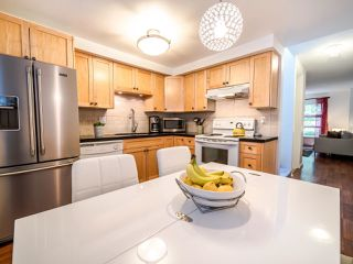 """Photo 14: 13 888 W 16TH Avenue in Vancouver: Fairview VW Townhouse for sale in """"LAUREL MEWS"""" (Vancouver West)  : MLS®# R2510599"""