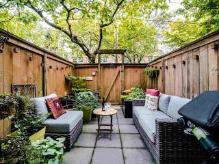"""Photo 4: 13 888 W 16TH Avenue in Vancouver: Fairview VW Townhouse for sale in """"LAUREL MEWS"""" (Vancouver West)  : MLS®# R2510599"""