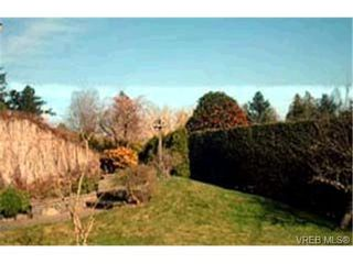 Photo 9: 2336 Hollyhill Place in VICTORIA: SE Arbutus Single Family Detached for sale (Saanich East)  : MLS®# 174508