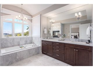 Photo 11: 3817 Bayridge Avenue in West Vancouver: Bayridge House for sale : MLS®# R2028085