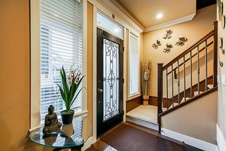 Photo 3: 5873 131a st in Surrey: Panorama Ridge House for sale : MLS®# R2373398