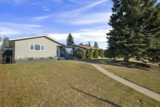 Photo 2: 7004 100 Avenue in Edmonton: Zone 19 House for sale : MLS®# E4178854