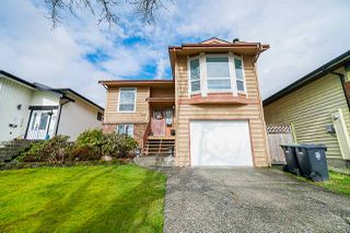 Photo 1: 2313 WAKEFIELD Drive in Langley: Willoughby Heights House for sale : MLS®# R2442757