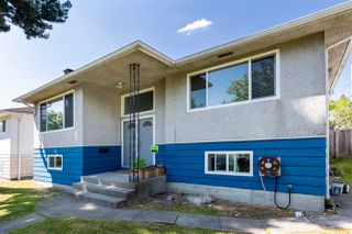 Photo 3: 1577 E 64TH Avenue in Vancouver: Fraserview VE House for sale (Vancouver East)  : MLS®# R2475358
