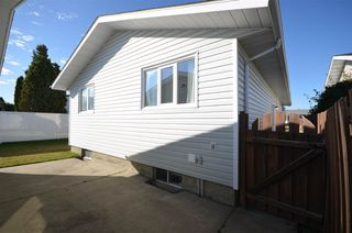 Photo 35: 1751 62 Street Edmonton 4 Bed 2.5 Bath Family House For Sale E4216829