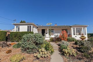 Photo 2: BAY PARK House for sale : 3 bedrooms : 5184 Brownell St in San Diego