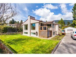 Photo 3: 3560 Highland Bv in North Vancouver: Edgemont House for sale : MLS®# V1060405