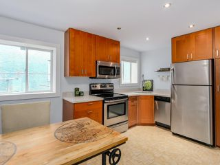 Photo 14: 955 E 10TH AVENUE in Vancouver: Mount Pleasant VE House for sale (Vancouver East)  : MLS®# R2074538