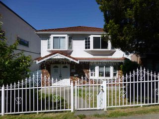 Photo 1: 2655 RENFREW STREET in Vancouver: Renfrew VE House for sale (Vancouver East)  : MLS®# R2067647