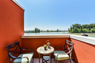 """Photo 17: 310 6 RENAISSANCE Square in New Westminster: Quay Condo for sale in """"The Rialto"""" : MLS®# R2395447"""
