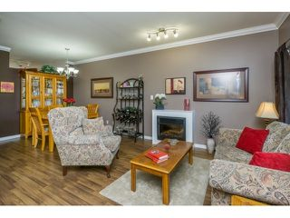 Photo 5: 68 18701 66 AVENUE in Surrey: Cloverdale BC Home for sale ()  : MLS®# R2054208