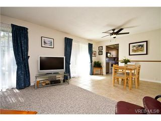 Photo 3: 12 4041 Saanich Rd in VICTORIA: SE High Quadra Row/Townhouse for sale (Saanich East)  : MLS®# 645762