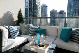 Photo 6: 2001 1238 MELVILLE STREET in Vancouver: Coal Harbour Condo for sale (Vancouver West)  : MLS®# R2051122