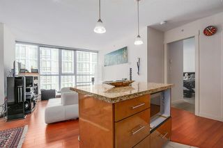 Photo 13: Vancouver West in Coal Harbour: Condo for sale : MLS®# R2068670