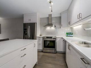 Photo 4: 111 2274 Folkestone Way in : Panorama Village Condo for sale (West Vancouver)  : MLS®# V1134389