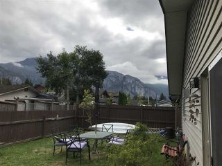 Photo 2: 38890 38892 GARIBALDI Avenue in Squamish: Dentville House for sale : MLS®# R2499104