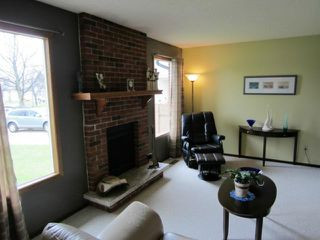 Photo 3: 59 Ashford Drive in WINNIPEG: St Vital Residential for sale (South East Winnipeg)  : MLS®# 1208826