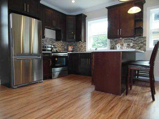 "Photo 3: 7 307 BEGIN Street in Coquitlam: Maillardville Townhouse for sale in ""LAVAL VILLAS"" : MLS®# V957242"