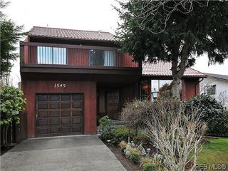Photo 1: 1545 San Juan Ave in VICTORIA: SE Gordon Head Single Family Detached for sale (Saanich East)  : MLS®# 628346