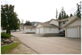 Photo 2: 28 171 Southeast 17th Street in Salmon Arm: Bayview SE House for sale : MLS®# 10072381