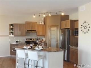 Photo 2: 11 Casselman Crescent: Oak Bluff Single Family Attached for sale : MLS®# 1403118