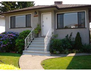 Photo 1: 3216 VENABLES STREET in Vancouver: Renfrew VE House for sale (Vancouver East)  : MLS®# R2028467