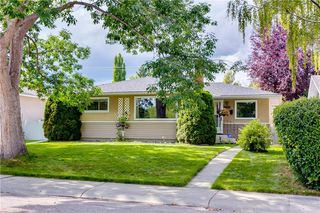 Photo 3: 2928 BURGESS DR NW in Calgary: Brentwood House for sale : MLS®# C4263627