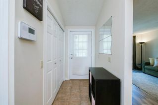 Photo 3: 8 STRATHCLAIR Rise SW in Calgary: Strathcona Park Detached for sale : MLS®# A1022810