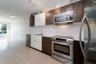"""Photo 6: 203 215 E 33RD Avenue in Vancouver: Main Condo for sale in """"33 & Main"""" (Vancouver East)  : MLS®# R2506740"""