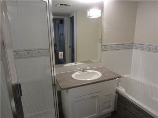 "Photo 8: 204 665 W 7TH Avenue in Vancouver: Fairview VW Townhouse for sale in ""THE IVYS"" (Vancouver West)  : MLS®# V937208"