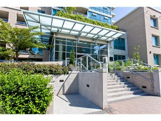 Photo 9: 803 125 MILROSS Avenue in Vancouver: Mount Pleasant VE Condo for sale (Vancouver East)  : MLS®# V971601
