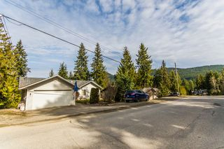 Photo 2: 2589 Centennial Drive in Blind Bay: Shuswap Lake Estates House for sale : MLS®# 10113870