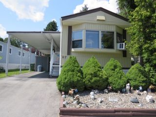 "Photo 2: 67 7790 KING GEORGE Boulevard in Surrey: East Newton Manufactured Home for sale in ""Crispen Bays"" : MLS®# R2439850"
