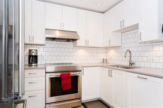"Photo 2: 216 555 W 14TH Avenue in Vancouver: Fairview VW Condo for sale in ""The Cambridge"" (Vancouver West)  : MLS®# R2447183"