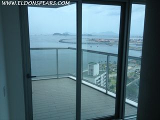 Photo 2: Yacht Club Tower - 1 Bedroom on Ave Balboa