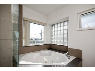 Photo 15: 305 W 28TH ST in North Vancouver: Upper Lonsdale House for sale : MLS®# V1090443