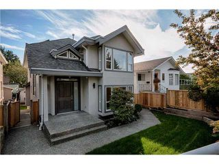 Photo 2: 305 W 28TH ST in North Vancouver: Upper Lonsdale House for sale : MLS®# V1090443