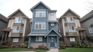 Photo 1: 17 1211 EWEN AVENUE in New Westminster: Queensborough Townhouse for sale : MLS®# R2043913